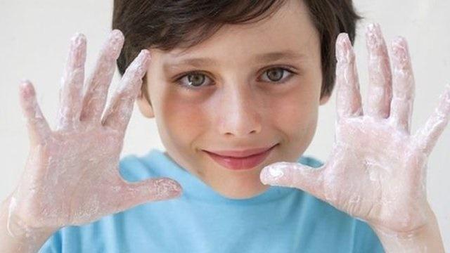 آب گرم و سرد به یک اندازه دست را تمیز میکند
