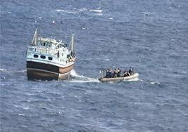 نجات ۵ صیاد گرفتار در آبهای دریای عمان