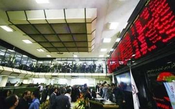 یک کارشناس: نباید منفی شدن بازار بورس را به توقف چند نماد گره زد