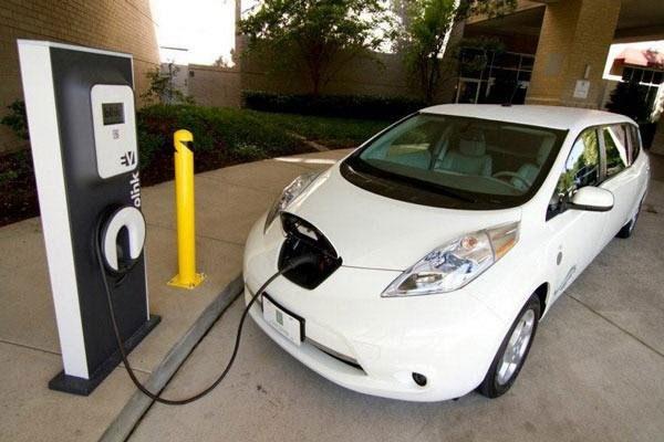 انگلیس تا سال ۲۰۴۰ با خودروهای بنزینی خداحافظی میکند