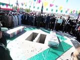 تصاویری از تشییع و خاکسپاری پیکر مطهر ۲ شهید گمنام در شهر فرخی