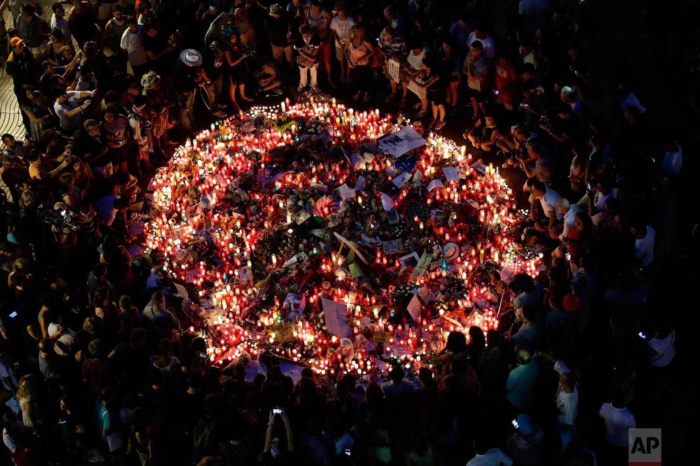 عکس روز: یادبود قربانیان بارسلونا