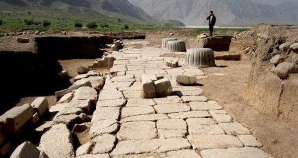 کشف ۱۳۰اثر تاریخی در مسیر راهشاهی هخامنشی