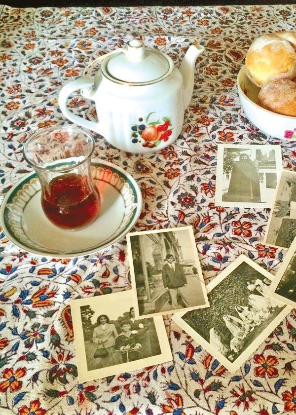 حسرت لکههای چای