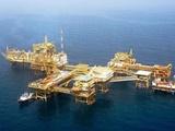 نشت دهها هزار بشکه نفت به آبهای خلیج فارس