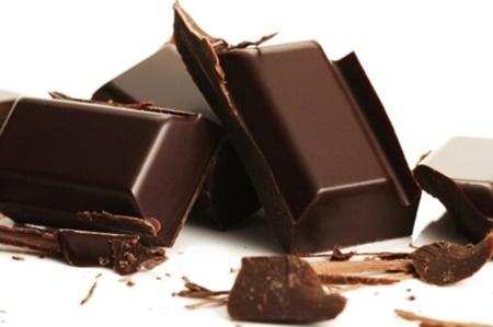 خوردن شکلات موجب تسکین بیماری های روده ای می شود