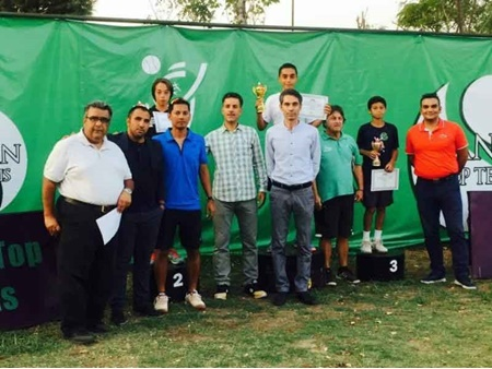 تور تنیس زیر 14 سال آسیا؛ زنجانی و تارینیان جام قهرمانی را بالای سر بردند