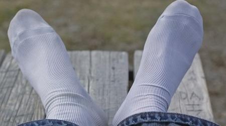 ۱۰ علت تعریق زیاد پاها