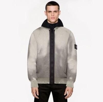 این ژاکت با دما تغییر رنگ میدهد