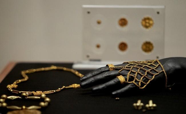 نمایش۷۰ قلم جواهرات تاریخی ایران درموزه ملی