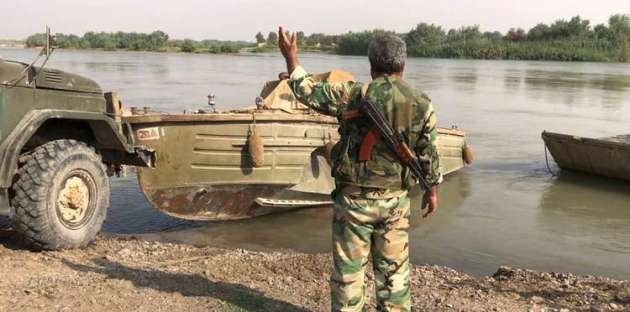 عبور ارتش سوریه از فرات و فرود نخستین هواپیماها در فرودگاه دیرالزور