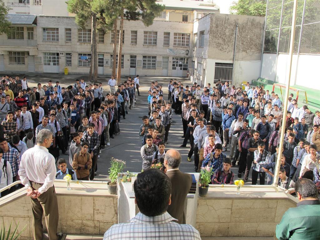 دانش آموزان ایرانی ۲ برابر حد مجاز فست فود میخورند