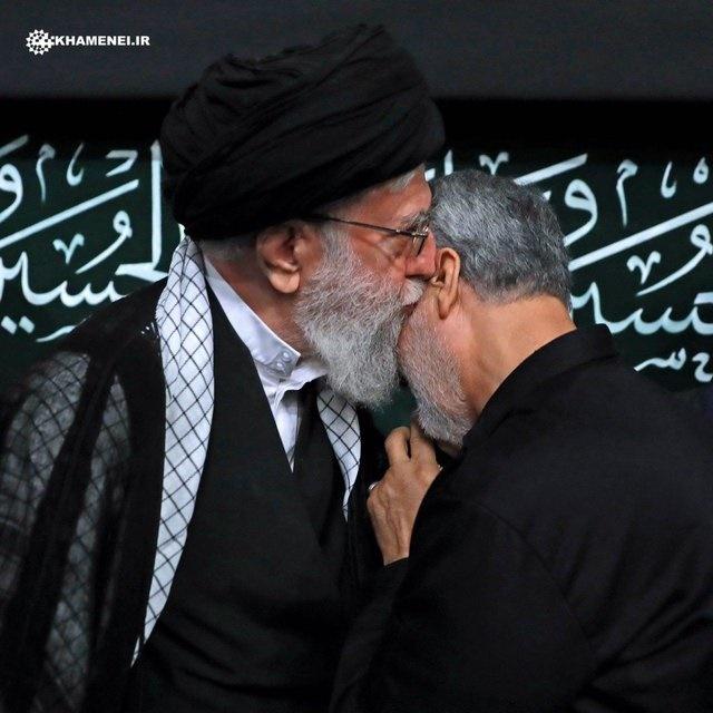 تصویری از سردار سلیمانی و رهبر معظم انقلاب اسلامی در مراسم شب تاسوعا
