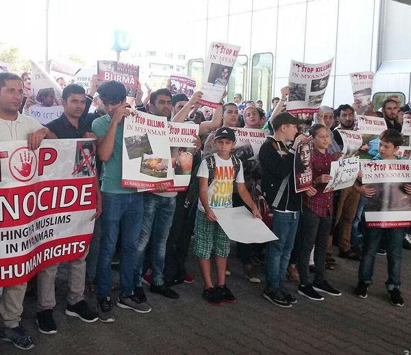 تظاهرات علیه کشتار مسلمانان روهینگیا مقابل ساختمان سازمان ملل در وین