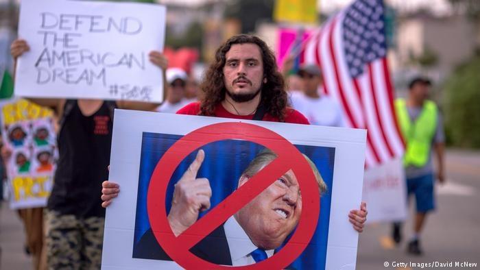 یک قاضی فدرال تصمیم ترامپ درباره مهاجران جوان را معلق کرد