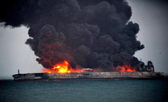 عملیات اطفا حریق نفتکش ایرانی متوقف شد