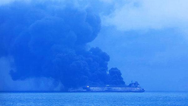 نفت کش آتش گرفته ایرانی