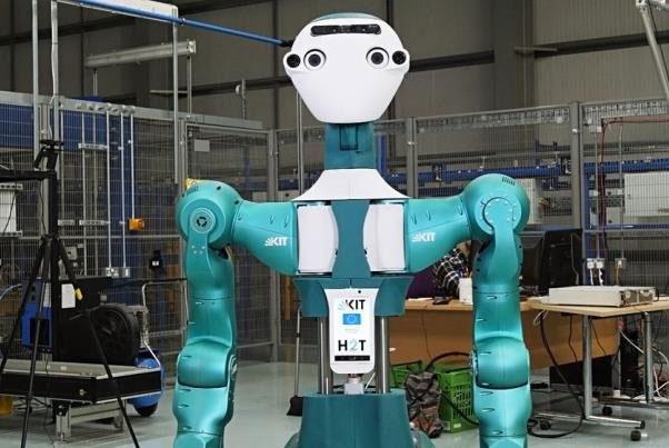 این ربات به تکنسینهای انبار کمک میکند