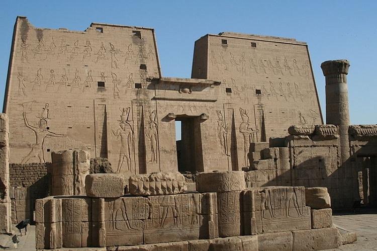 معبد ادفو در مصر باستان