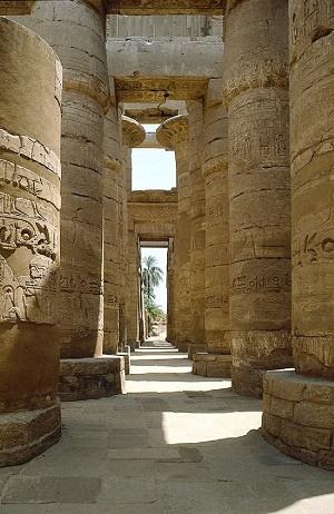 ستون های معبد آرناک