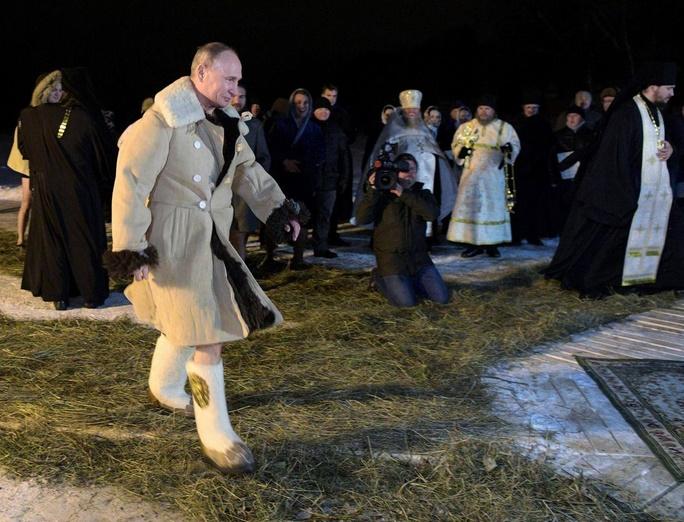 غسل تعمید پوتین در دریاچه یخزده