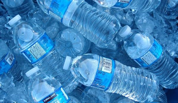 استفاده از بطری پلاستیکی آب در سازمان محیط زیست ممنوع شد