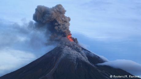 فیلیپین خود را برای فوران آتشفشان مایون آماده میکند
