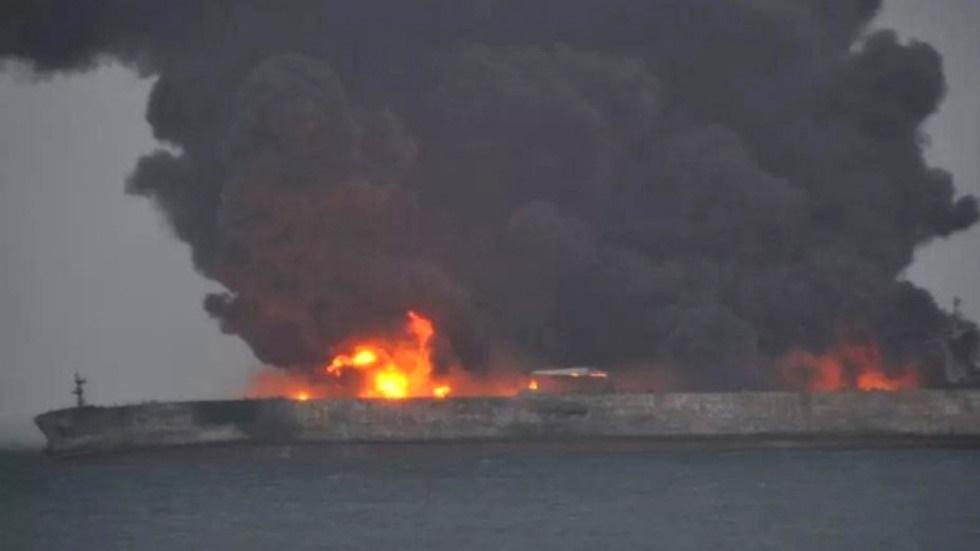 نفتکش ایرانی مشتعل و در حال غرق شدن است