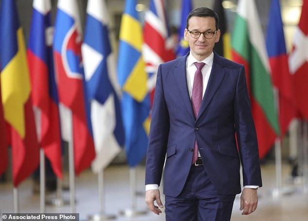 نخست وزیر لهستان از بیم تحریم اتحادیه اروپا، کابینه را ترمیم کرد