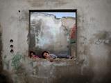 عکس روز: بازی در ویرانی