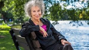 صدرنشینی زنان نویسنده در فهرست پرفروشهای ادبی سال
