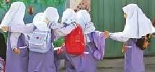 آموزش زبان در دبستانها در شورای عالی آموزش و پرورش تصویب شده بود