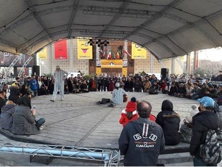 حاشیه نگاری بر اولین روز جشنواره تئاتر فجر