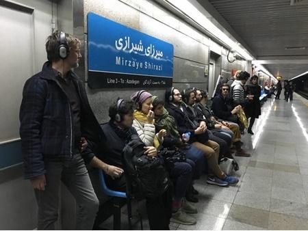 همزمان با جشنواره  تئاتر فجر | ۱۰۰ دقیقه راهپیمایی آلمانی ها در تهران