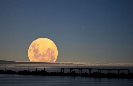 آخرین ابرماه سال در کنار ماه گرفتگی در آسمان ۱۱ بهمن | ماه به مهمانی زمین می آید