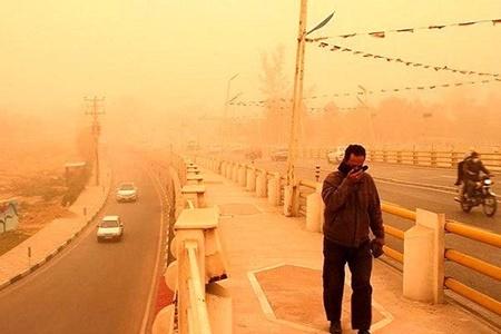 بستری شدن ۱۰۱ نفر در اهواز به دلیل افزایش گرد و غبار | ۸۰۶ نفر به اورژانس رفتند