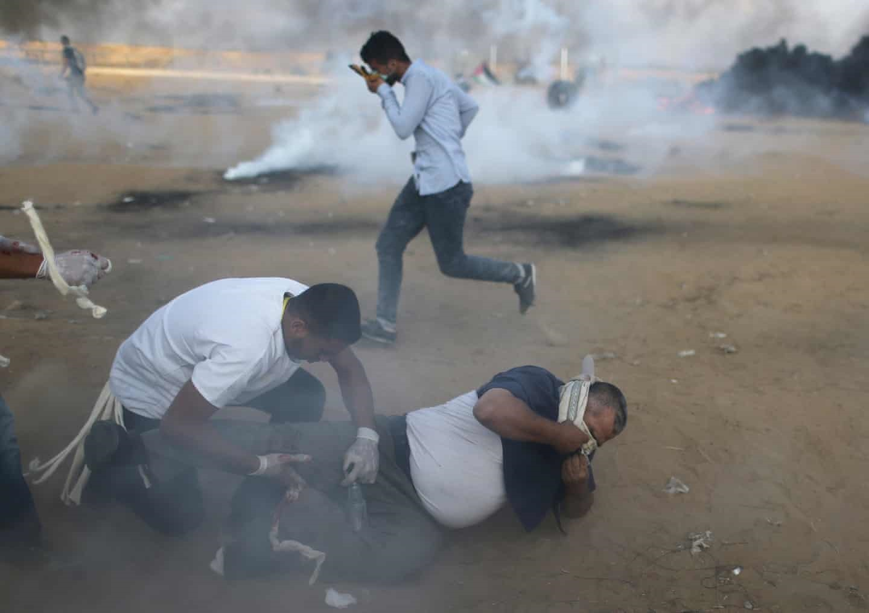 عکس روز: گلولهها و گازهای اشکآور