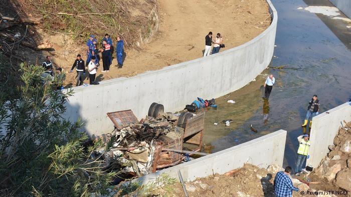 ۱۵ مهاجر در سقوط یک کامیون در مسیر ازمیر ترکیه کشته شدند