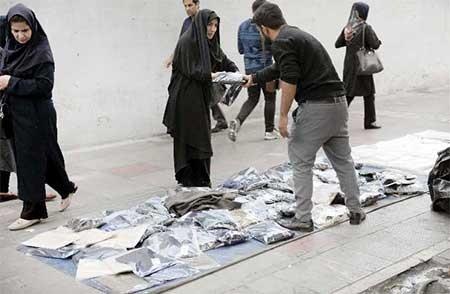 خرید شانسی  زینب زینالزاده| خبرنگار  منطقه ۹   شغلشان دستفروشی است اما از نوع متفاوت. لباس و شلوار