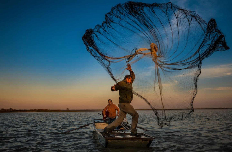 عکس روز: ماهیگیر و تورش
