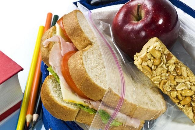 """کولهپشتی دانشآموزان را از این """"خوراکیها"""" پر کنید"""