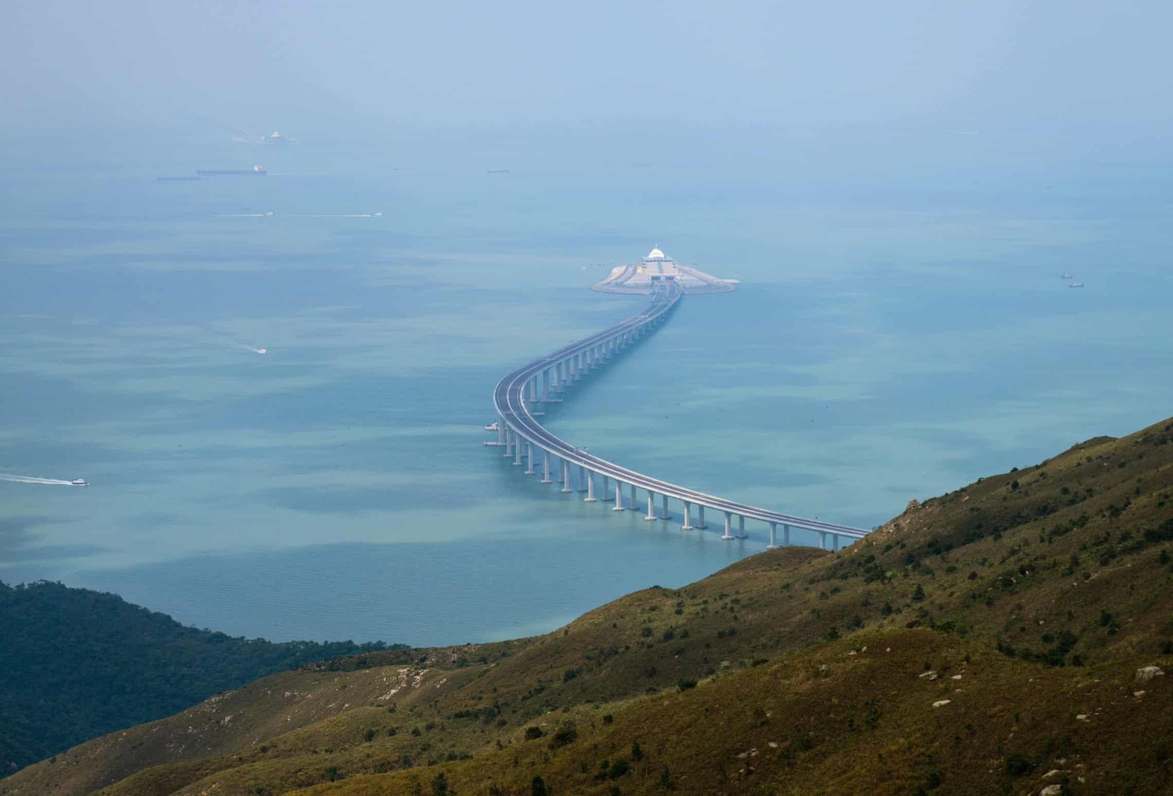 ۵۵ کیلومتر، ۲۰ میلیارد دلار و دوربین خمیازه | شش نکته کلیدی درباره طولانیترین پل دریایی دنیا