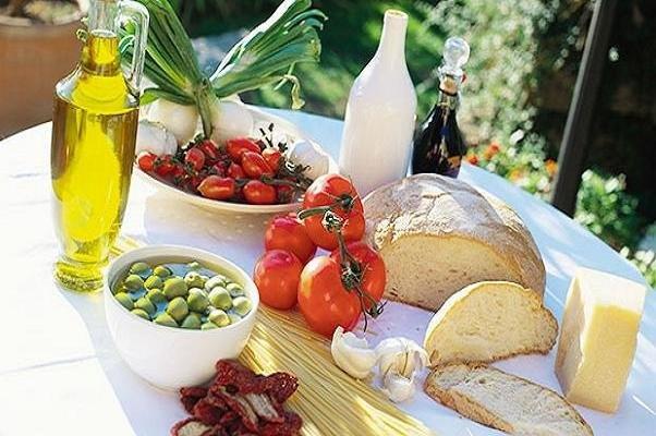 رژیم غذایی مدیترانهای موجب کاهش ریسک نابینایی مرتبط با سن میشود
