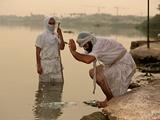 عکس روز: غسل در فرات