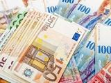 قیمت خرید دلار و یورو در بانکها | تنها ارزی که بانکها به مشتریان میفروشند
