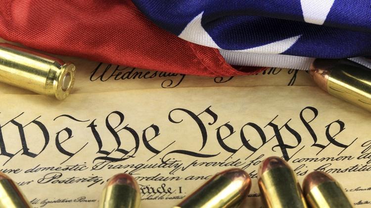 آشنایی با اصلاحیه دوم قانون اساسی آمریکا: آزادی حمل اسلحه