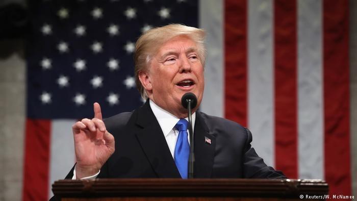 یک دادگاه آمریکا فرمان مهاجرتی ترامپ را مغایر قانون اساسی دانست