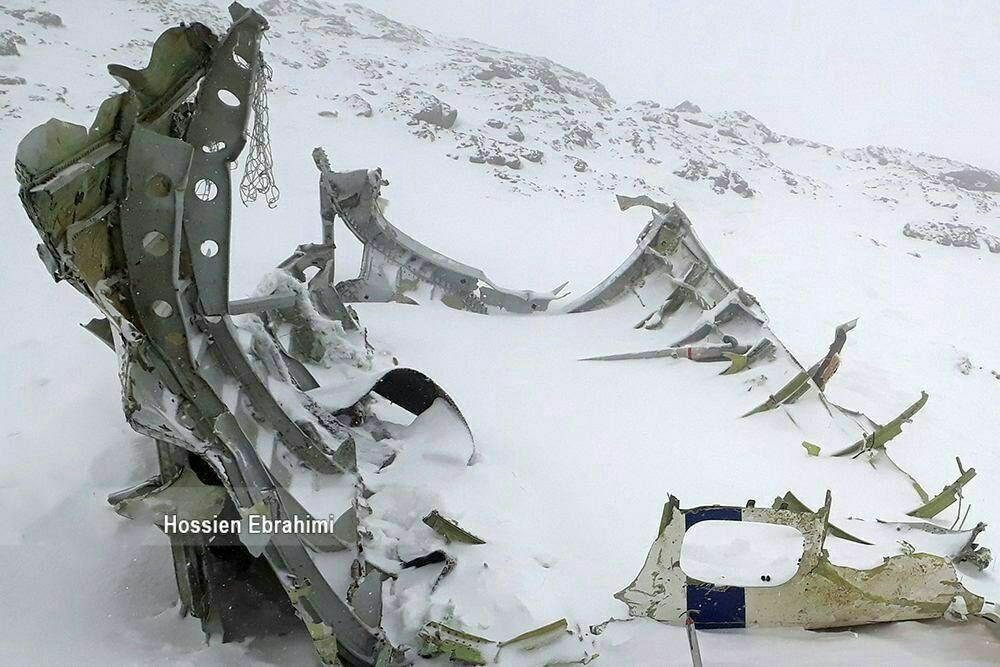 تصویر نزدیک از بقایای لاشه هواپیمای سقوطکرده آسمان