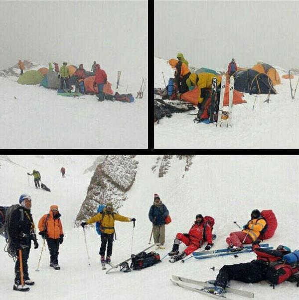 کوهنوردان در محل سانحه هواپیما