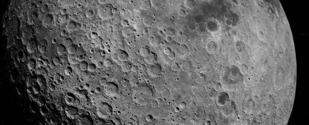 آب پنهان است؛ زیر پوست ماه